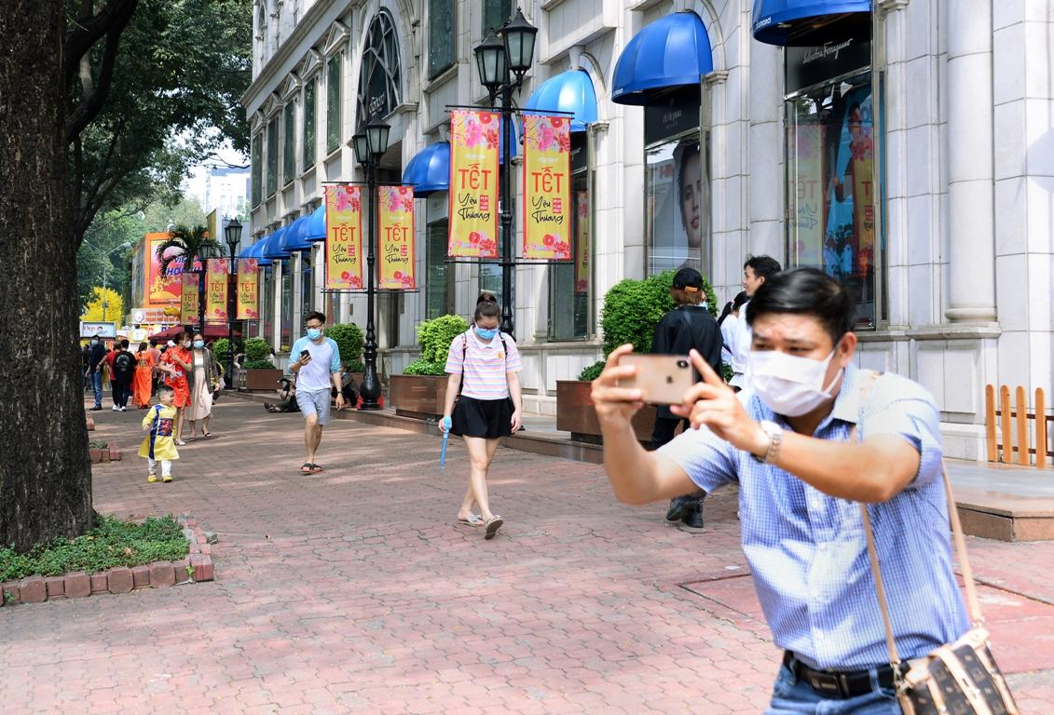 [Phóng sự ảnh] Người dân TP.HCM đón Tết Tân Sửu trong tình hình có nhiều ca mới Covid-19 cộng đồng ảnh 20
