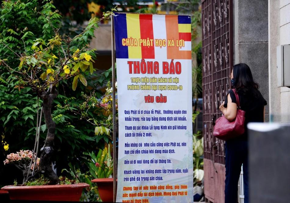 [Phóng sự ảnh] Người dân TP.HCM đón Tết Tân Sửu trong tình hình có nhiều ca mới Covid-19 cộng đồng ảnh 32