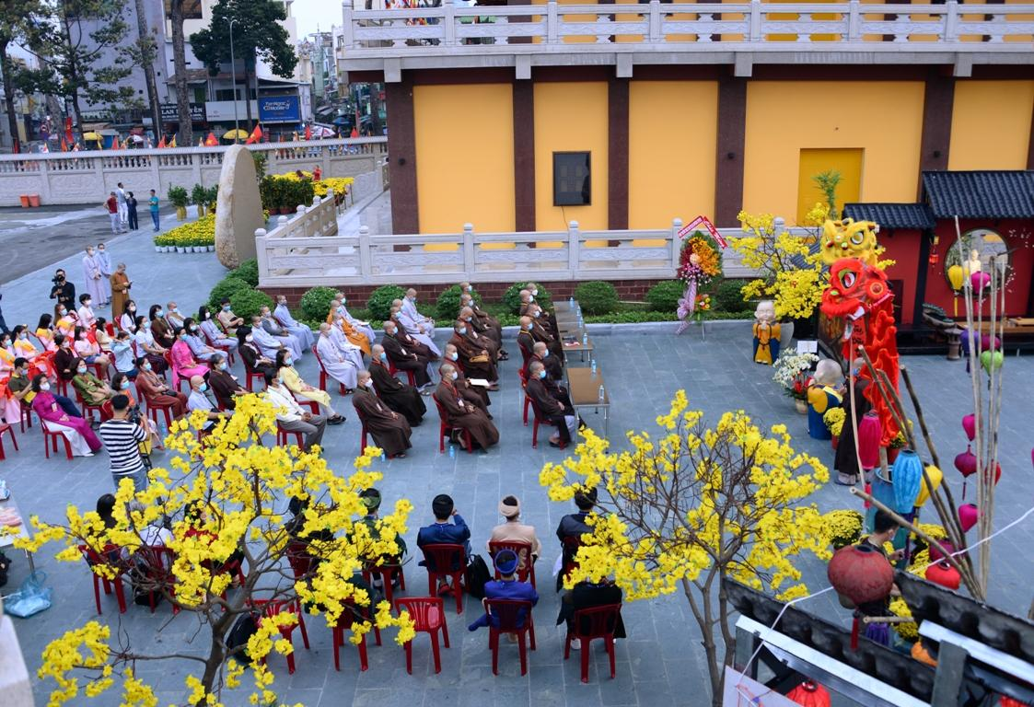[Phóng sự ảnh] Người dân TP.HCM đón Tết Tân Sửu trong tình hình có nhiều ca mới Covid-19 cộng đồng ảnh 34