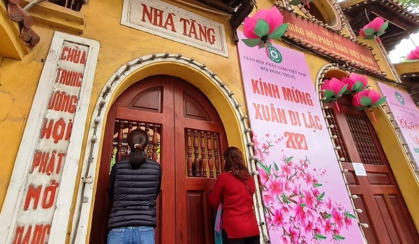 Hà Nội: Các chùa đồng loạt đóng cửa dừng hoạt động tín ngưỡng để chống dịch Covid ảnh 1