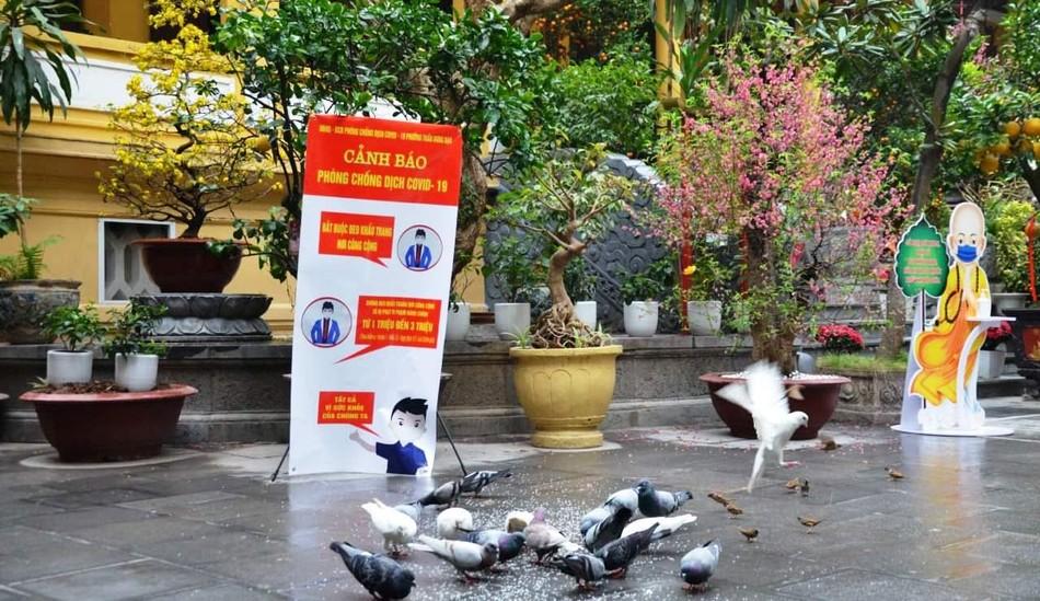 Hà Nội: Các chùa đồng loạt đóng cửa dừng hoạt động tín ngưỡng để chống dịch Covid ảnh 2