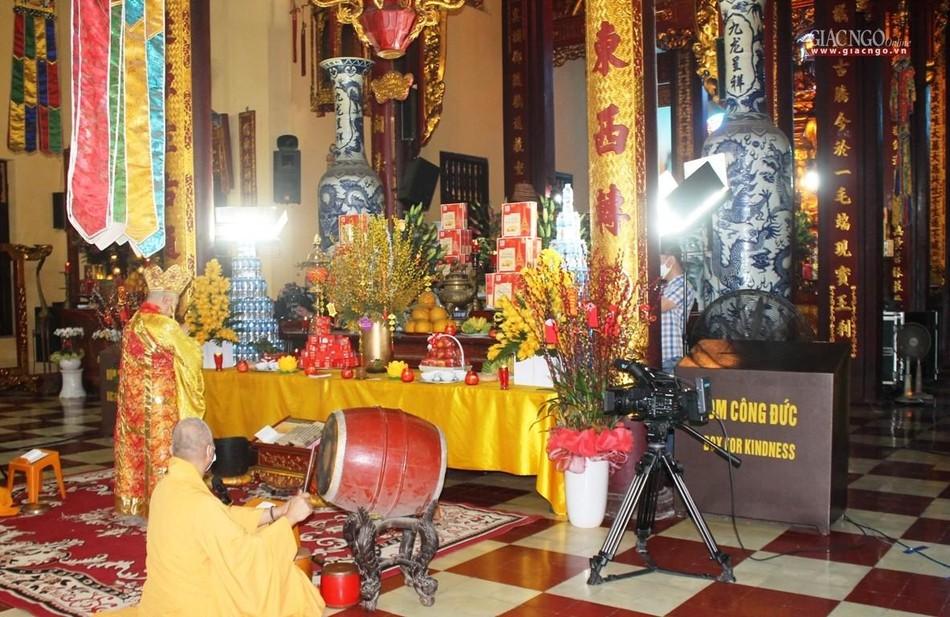 Lễ cầu an tại chùa Quán Sứ - Hà Nội được online trên mạng xã hội Butta.vn ảnh 3