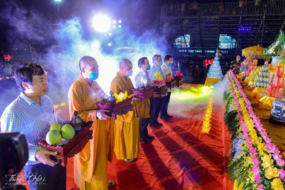 Ninh Bình: Lễ cầu quốc thái dân an và hoa đăng ở cố đô Hoa Lư ảnh 2