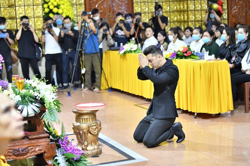 Cầu siêu ca sĩ Vân Quang Long tại chùa Giác Ngộ ảnh 6