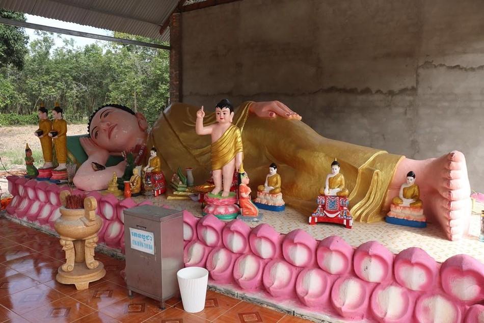 Phum Ma: ngôi chùa xưa bên đường vành đai biên giới ảnh 3