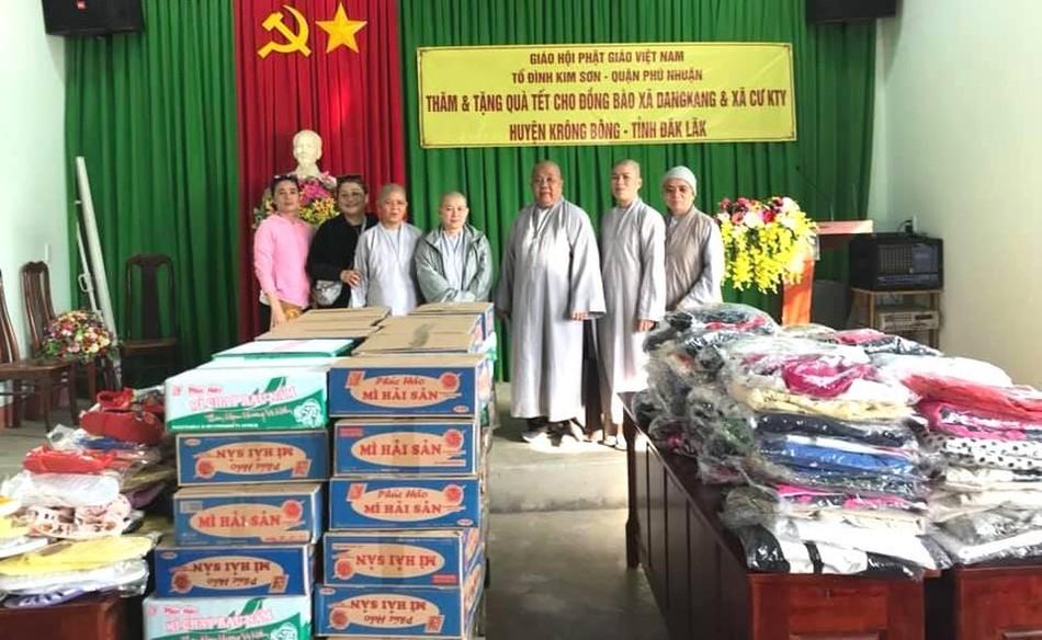 Tổ đình Kim Sơn và các đơn vị tặng quà Tết, bàn giao nhà ảnh 1