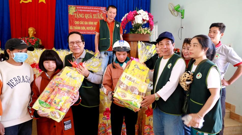Tổ đình Kim Sơn và các đơn vị tặng quà Tết, bàn giao nhà ảnh 3