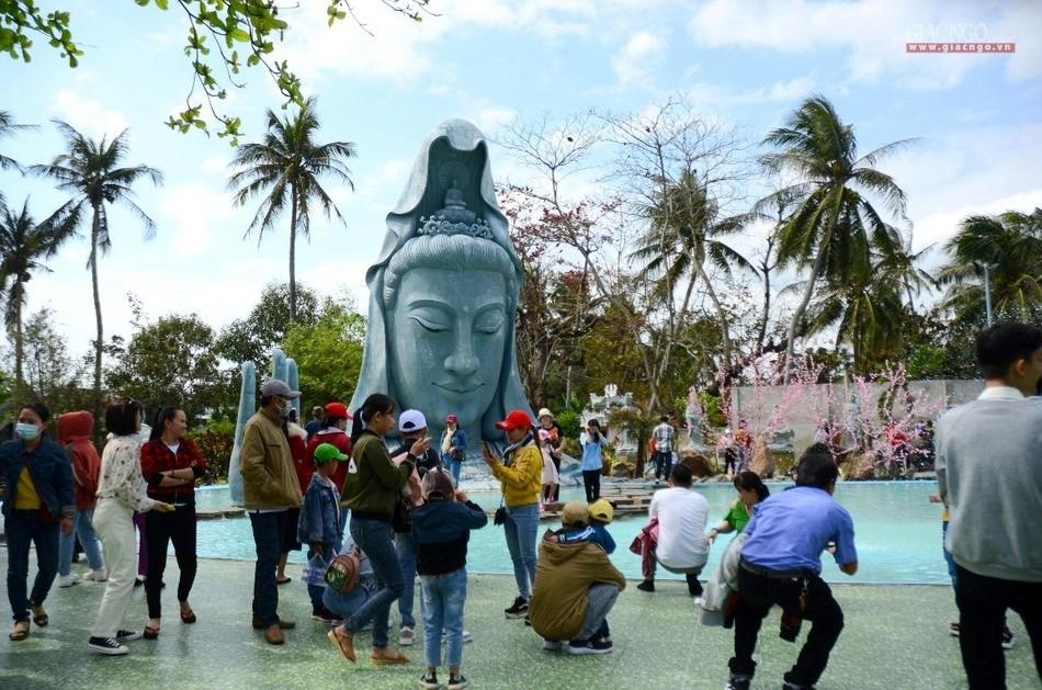 Rằm tháng Giêng ở ngôi chùa tạo tác bằng san hô ảnh 1