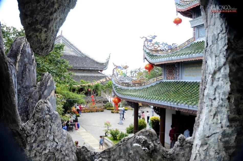 Rằm tháng Giêng ở ngôi chùa tạo tác bằng san hô ảnh 2