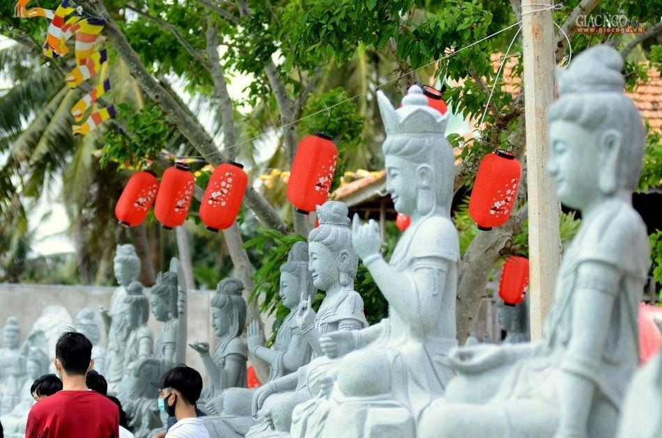 Rằm tháng Giêng ở ngôi chùa tạo tác bằng san hô ảnh 3