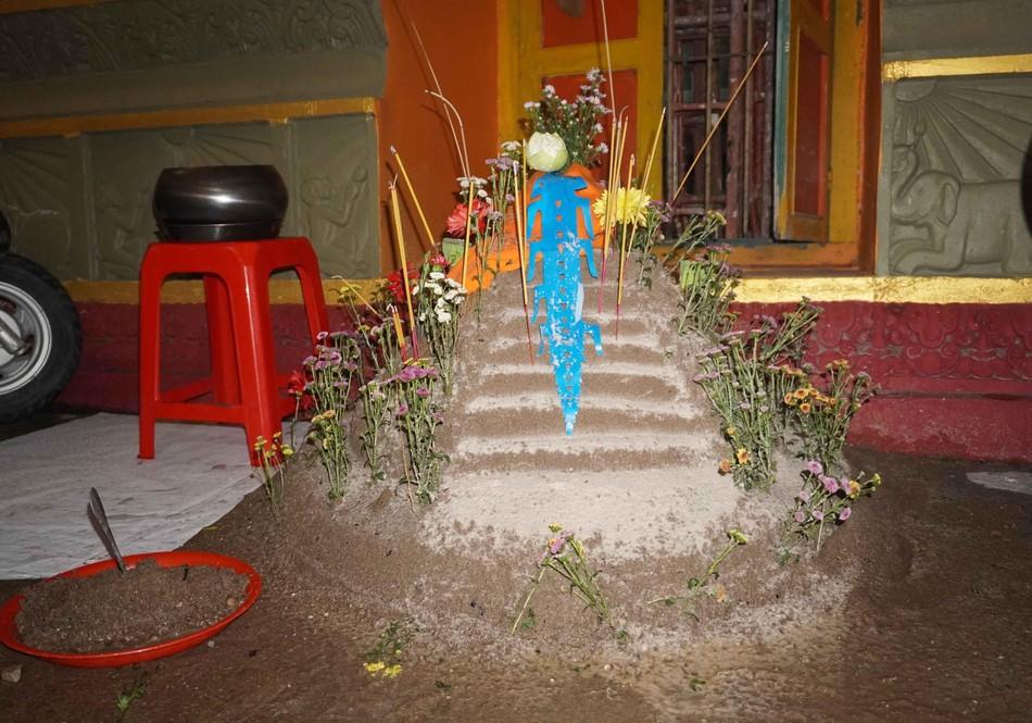Phật tử về chùa Candaransi đắp núi cát và núi gạo ảnh 7
